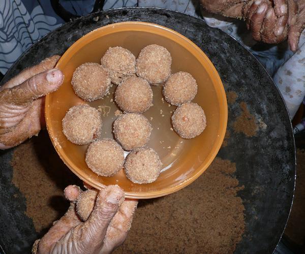 'Atta' Chapati Flour & Gum Resin Laddoo Sweet Balls