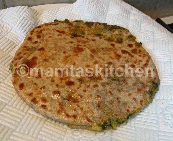 Alu Palak (Potato & Spinach) Stuffed Paratha 1